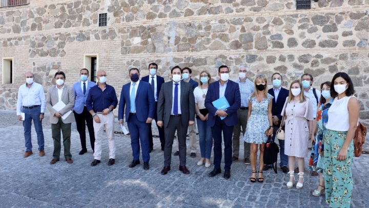 """Núñez pide a Page que se posicione """"clara y rotundamente"""" en contra de que Sánchez """"pueda llevarse el dinero"""" de los ayuntamientos de Castilla-La Mancha"""