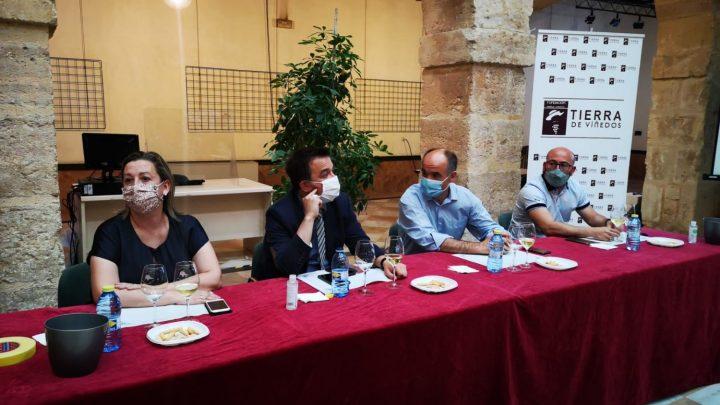 El Alcalde, Valentín Bueno participa en la cata de vinos organizada por la Fundación Tierra de Viñedos