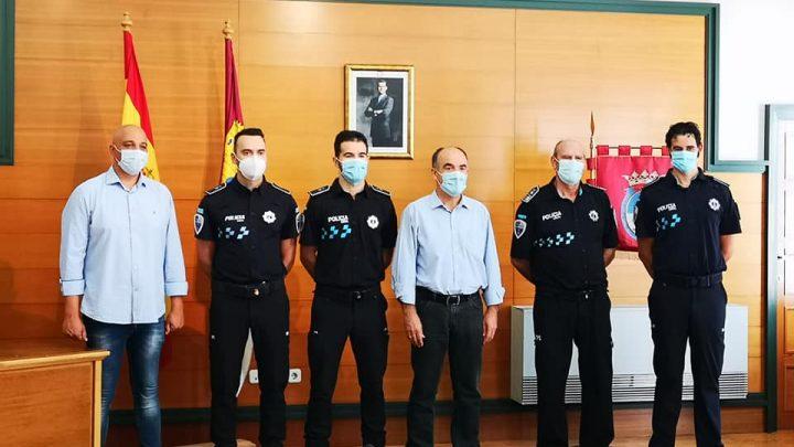 Valentín Bueno da la bienvenida a los 3 nuevos agentes pasan a formar parte de la plantilla de Policía Local.