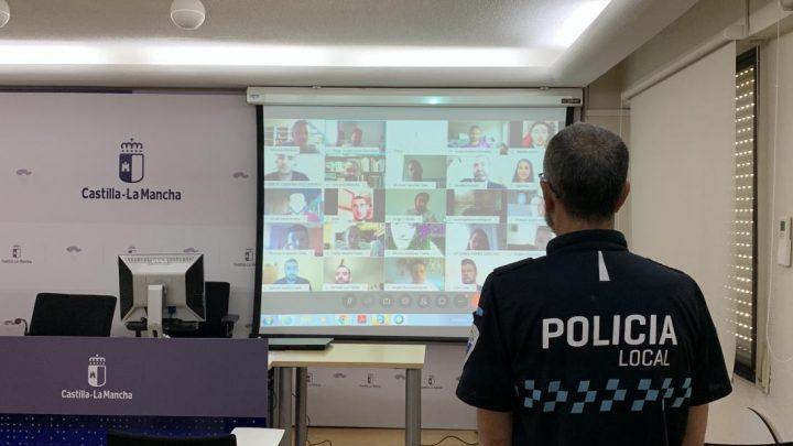 Los cuerpos de Policía Local de 35 municipios de la región cuentan desde este viernes con 100 nuevos agentes y 32 mandos más