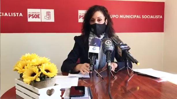 La concejala Rosario Herrera presenta la propuesta que ha presentado el Grupo Municipal Socialista en relación con las subvenciones de autoayuda que ha venido concediendo el Ayuntamiento de Villarrobledo.