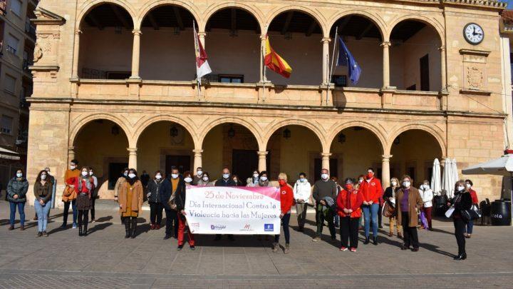 Villarrobledo conmemora el Día Internacional de la eliminación de la Violencia contra las Mujeres.