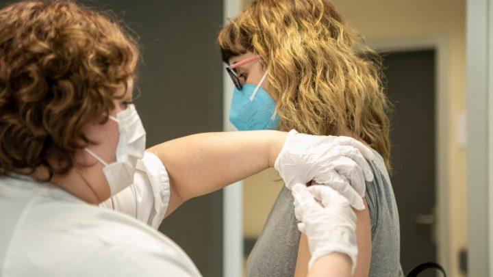 Se han registrado 284 nuevos casos por infección de coronavirus. Por provincias Toledo ha registrado 123 casos, Ciudad Real 49, Albacete 42, Cuenca 38 y Guadalajara 32.