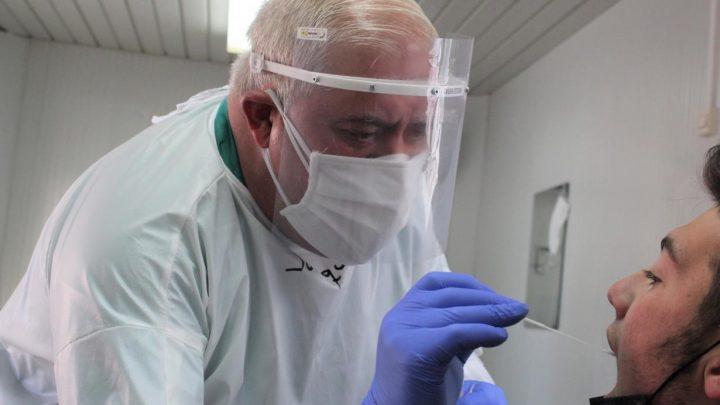 En las últimas 24 horas se han registrado 993 casos por infección de coronavirus. Por provincias, Toledo ha registrado 384 casos, Albacete 241, Ciudad Real 174, Guadalajara 149 y Cuenca 45.