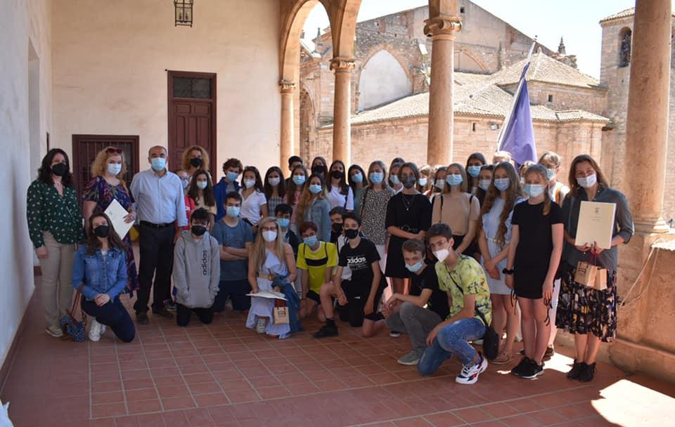Bueno da la bienvenida a los estudiantes polacos que visitan Villarrobledo acogidos por el IES Virrey Morcillo.