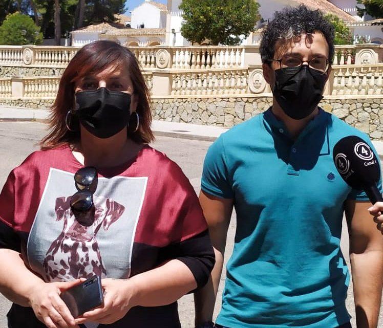 Esta mañana el concejal socialista José Luis Ruiz y la portavoz Caridad Ballesteros se han desplazado a la travesía Virgen donde ha ofrecido una rueda de prensa para denunciar el mal estado en el que se encuentra las calles del municipio.
