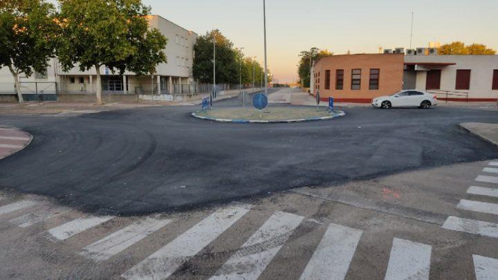 """SPV denuncia """"la mayor chapuza del PP"""", tras haber pintado las calles una semana antes de asfaltar """"ni al que asó la manteca""""."""