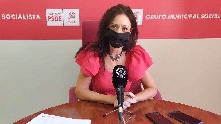 La concejala del Grupo Municipal Socialista en el Ayuntamiento de Villarrobledo, Rosario Herrera ha ofrecido una rueda de prensa para presentar la propuesta que han llevado a Pleno sobre las Escuelas Infantiles Municipales.