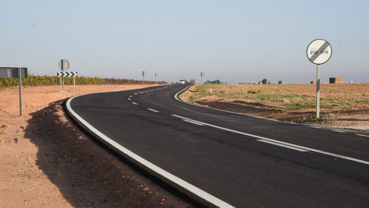 El Gobierno regional concluirá en octubre el segundo tramo de remodelación de la CM-3119 entre Villarrobledo y Munera
